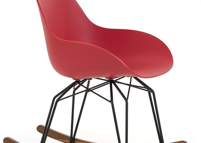 czerwony fotel bujany