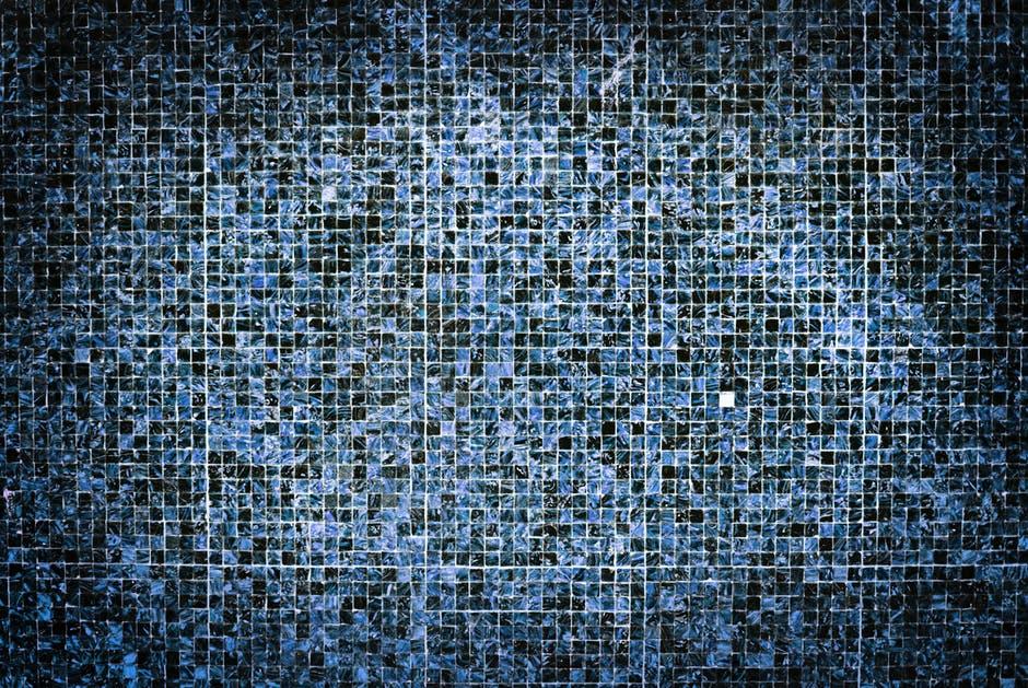 ścienna mozaika wykonana ze szkła